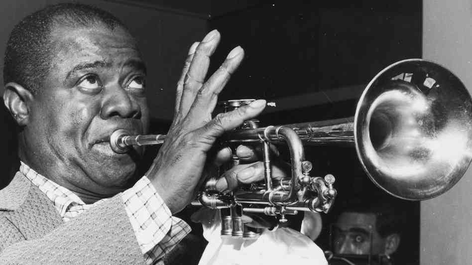Long-Lost Footage of Louis Armstrong – Essential Trumpet ...  Long-Lost Foota...